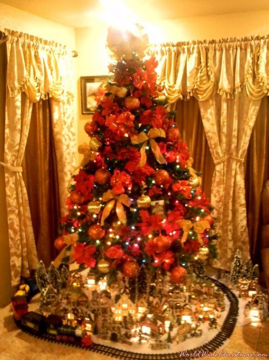 Alma Perez's Christmas Tree From Brownsville Texas USA - Spanish Christmas Trees