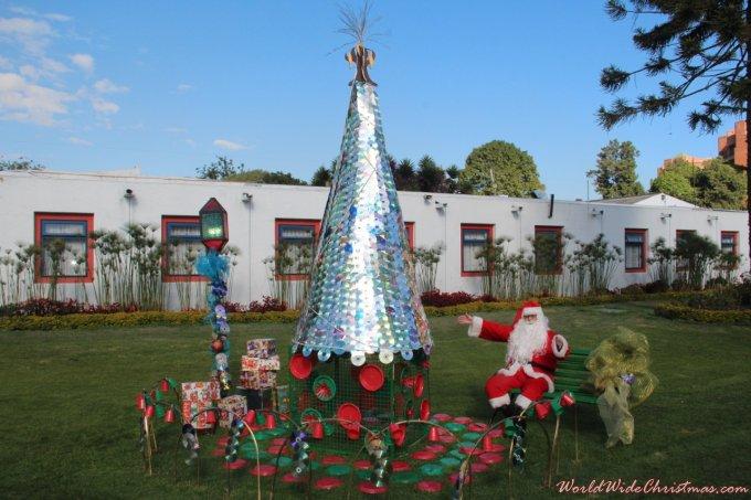 Arbol de Navidad con material Reciclado  (Bogotá, Colombia)