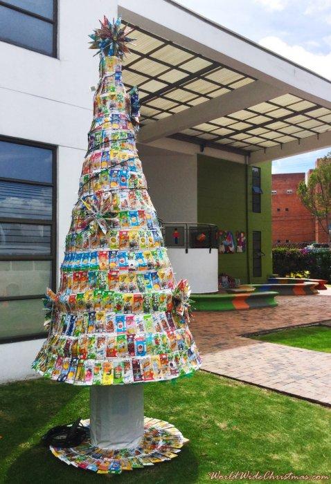 Árbol con cajas de Tetra Pack- Pachas 2015 (Bogotá, Colombia)