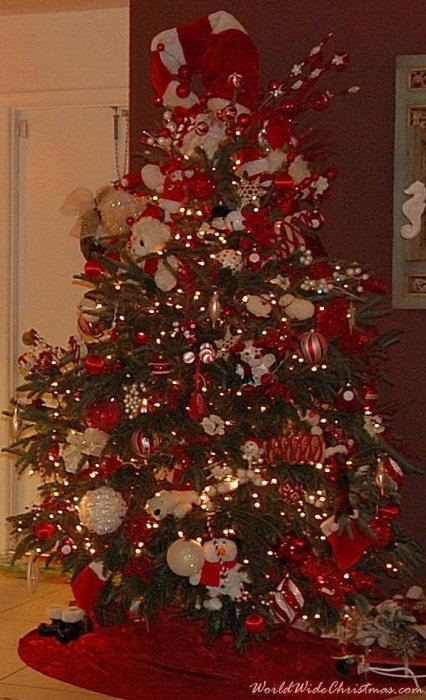 Red White Holiday tree (Boca Raton, FL)
